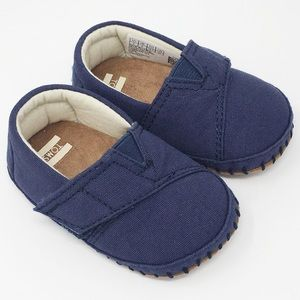 NWT TOMS baby shoes Velcro flap navy